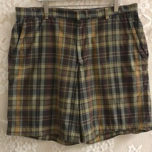 Banana Republic brown plaid shorts sz 38